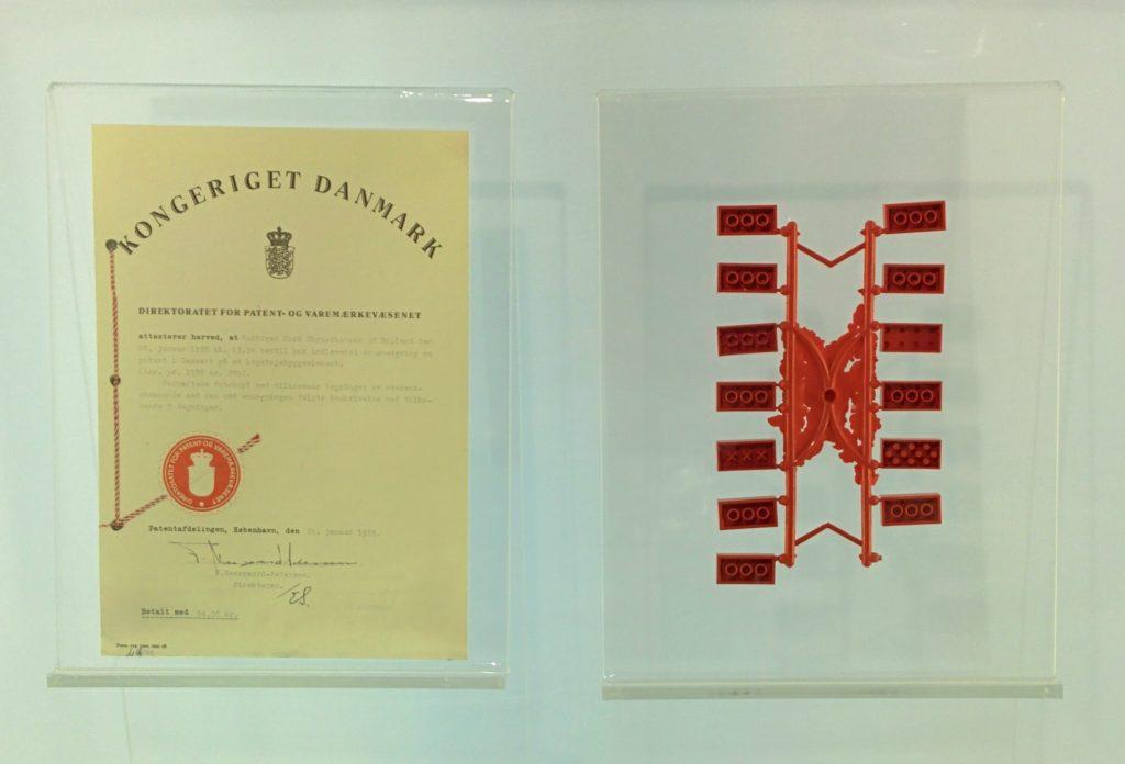 La domanda di brevetto del 1958 esposta alla LEGO Idea House