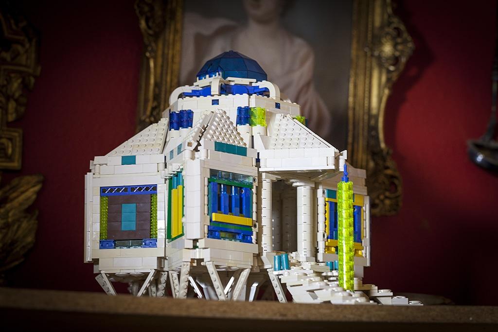 L'edificio a sei lati da The LEGO Adventure Book